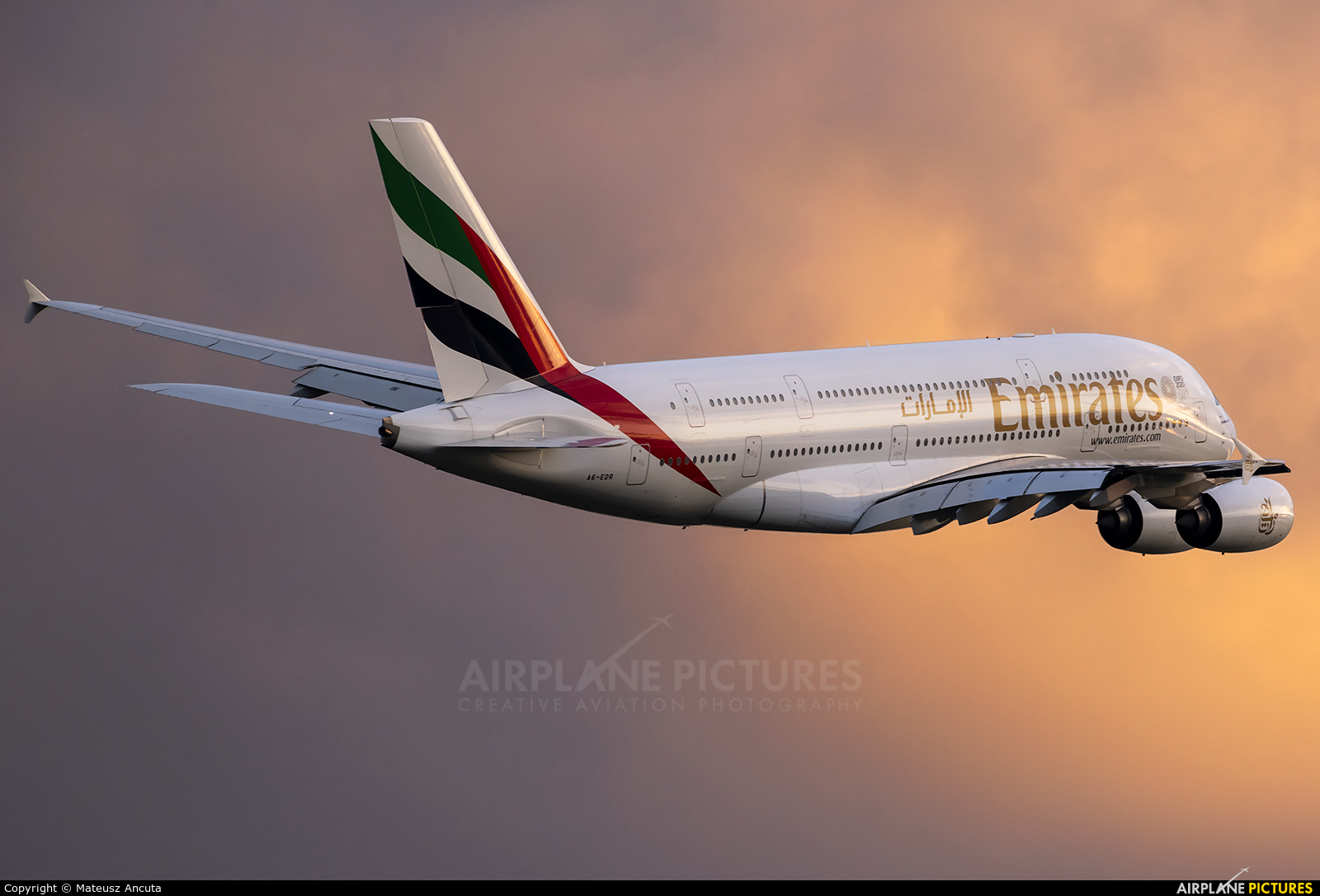 Emirates Airlines A6-EDR aircraft at London - Heathrow