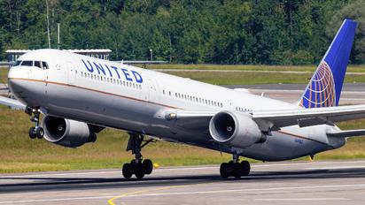 N69063 - United Airlines Boeing 767-400ER