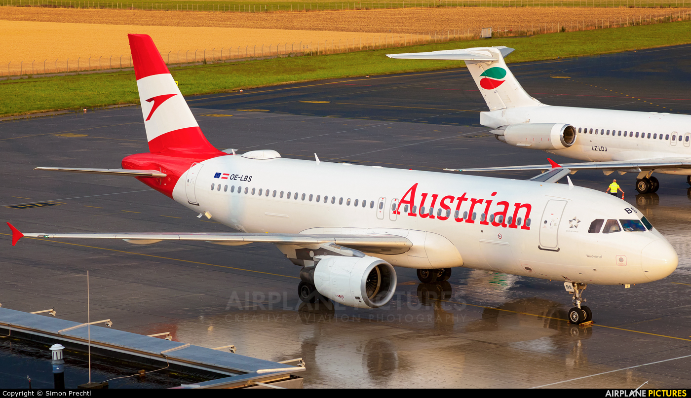Austrian Airlines/Arrows/Tyrolean OE-LBS aircraft at Linz