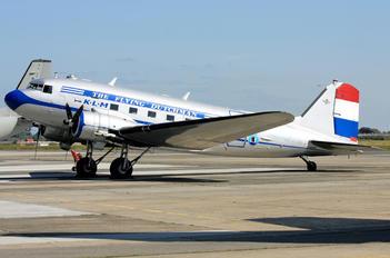 F-AZTE - Dakota et Compagnie Douglas C-47A Skytrain