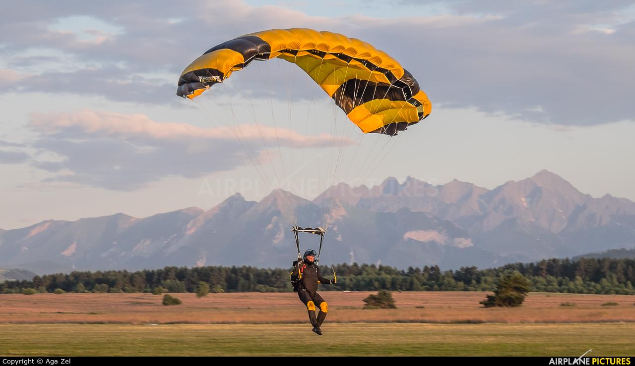 Parachute - aircraft at Nowy Targ