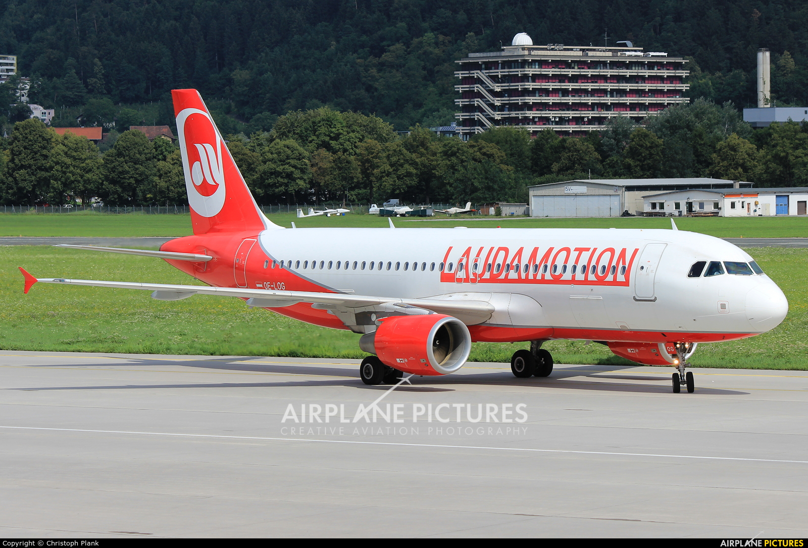 LaudaMotion OE-LOG aircraft at Innsbruck