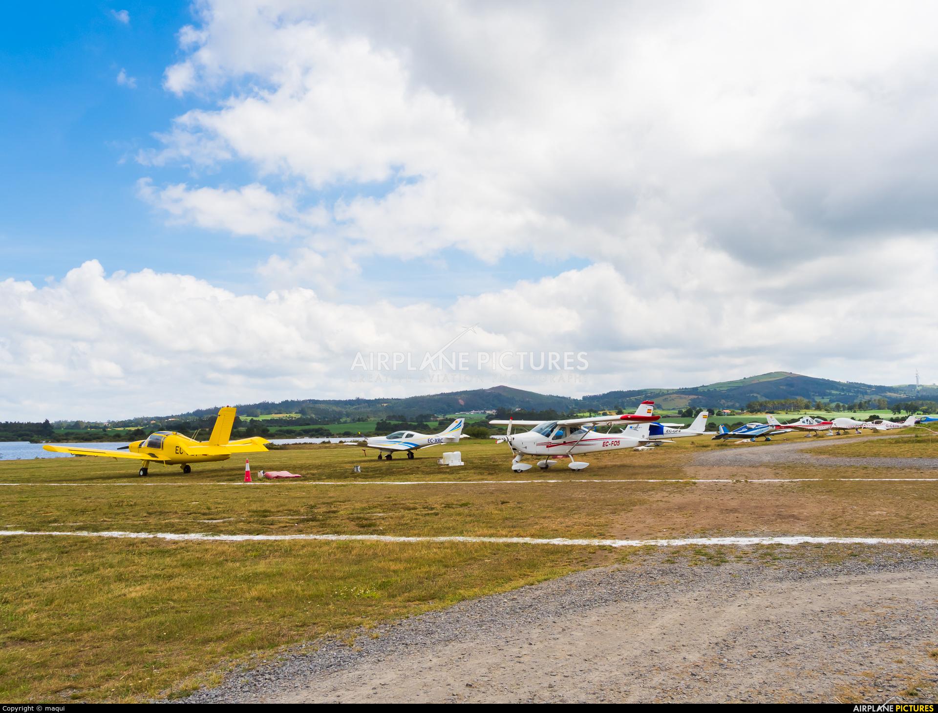 Private EC-FO5 aircraft at Aerodromo De Mazaricos