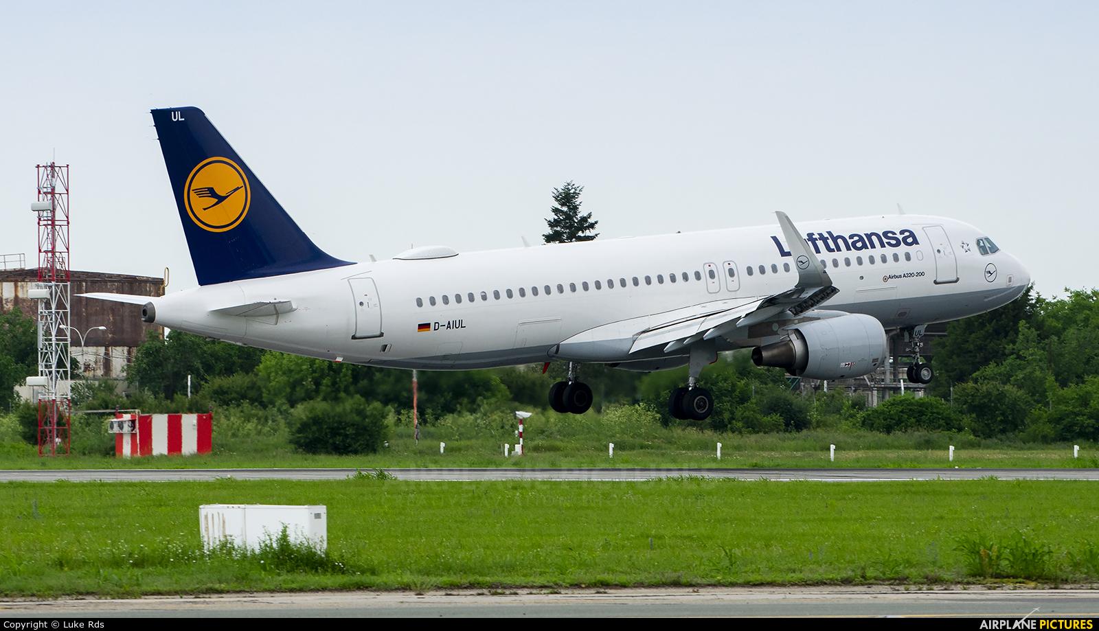 Lufthansa D-AIUL aircraft at Bucharest - Henri Coandă