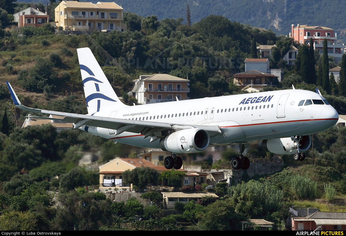 Aegean Airlines SX-DNE aircraft at Corfu - Ioannis Kapodistrias