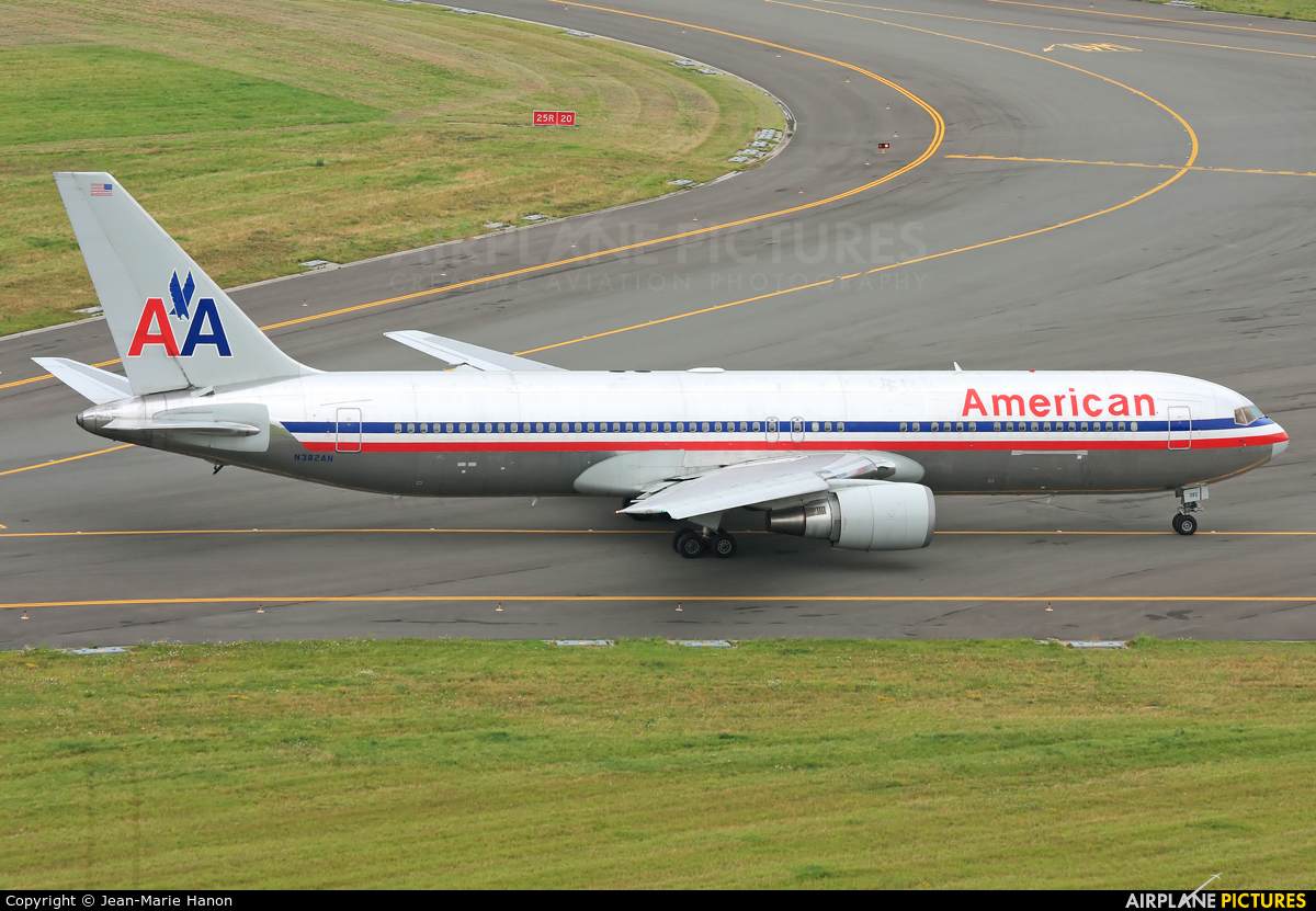 American Airlines N382AN aircraft at Brussels - Zaventem