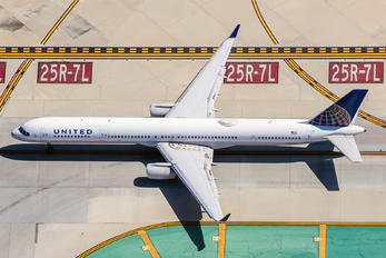 N75851 - Continental Airlines Boeing 757-300