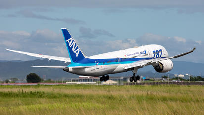 JA817A - ANA - All Nippon Airways Boeing 787-8 Dreamliner