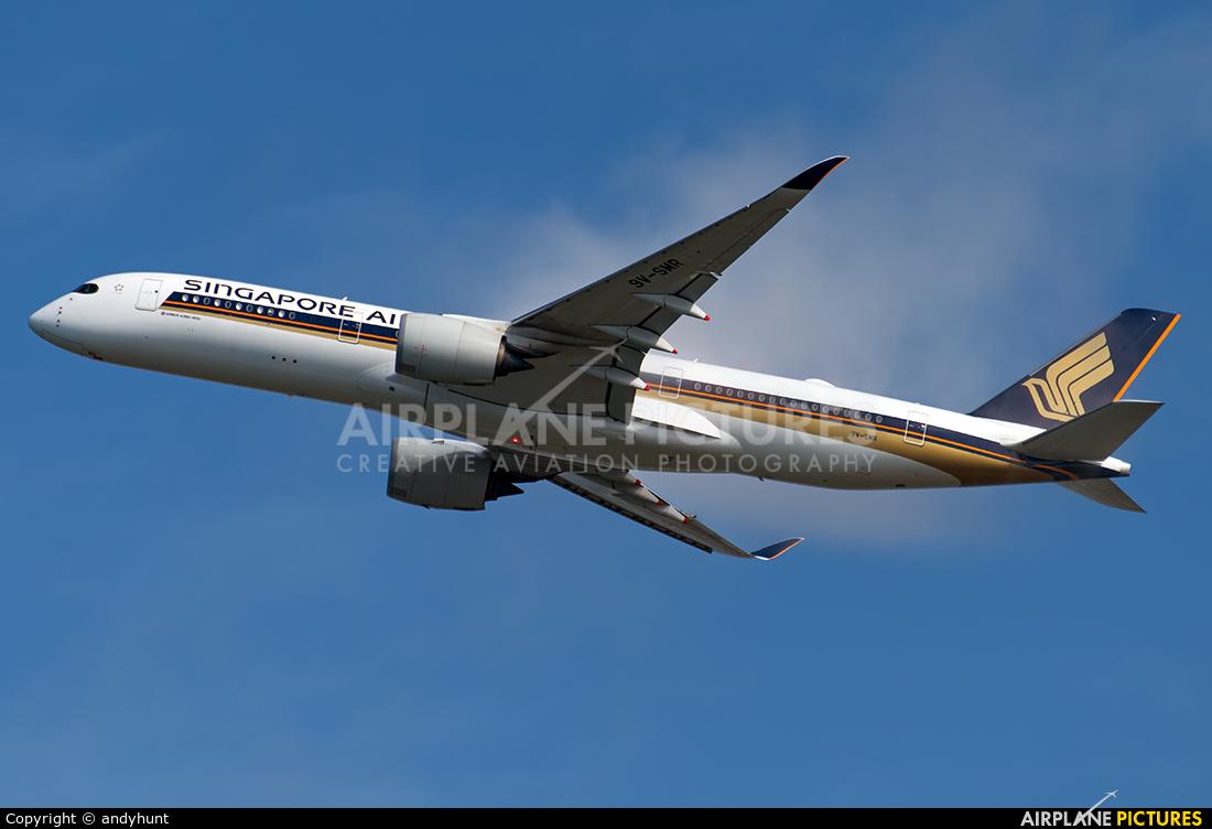 Singapore Airlines 9V-SMR aircraft at Singapore - Changi