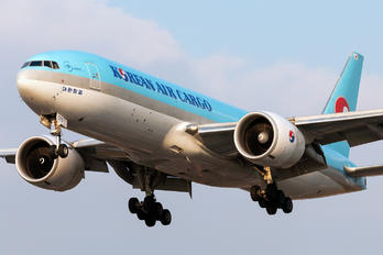 HL8075 - Korean Air Cargo Boeing 777F