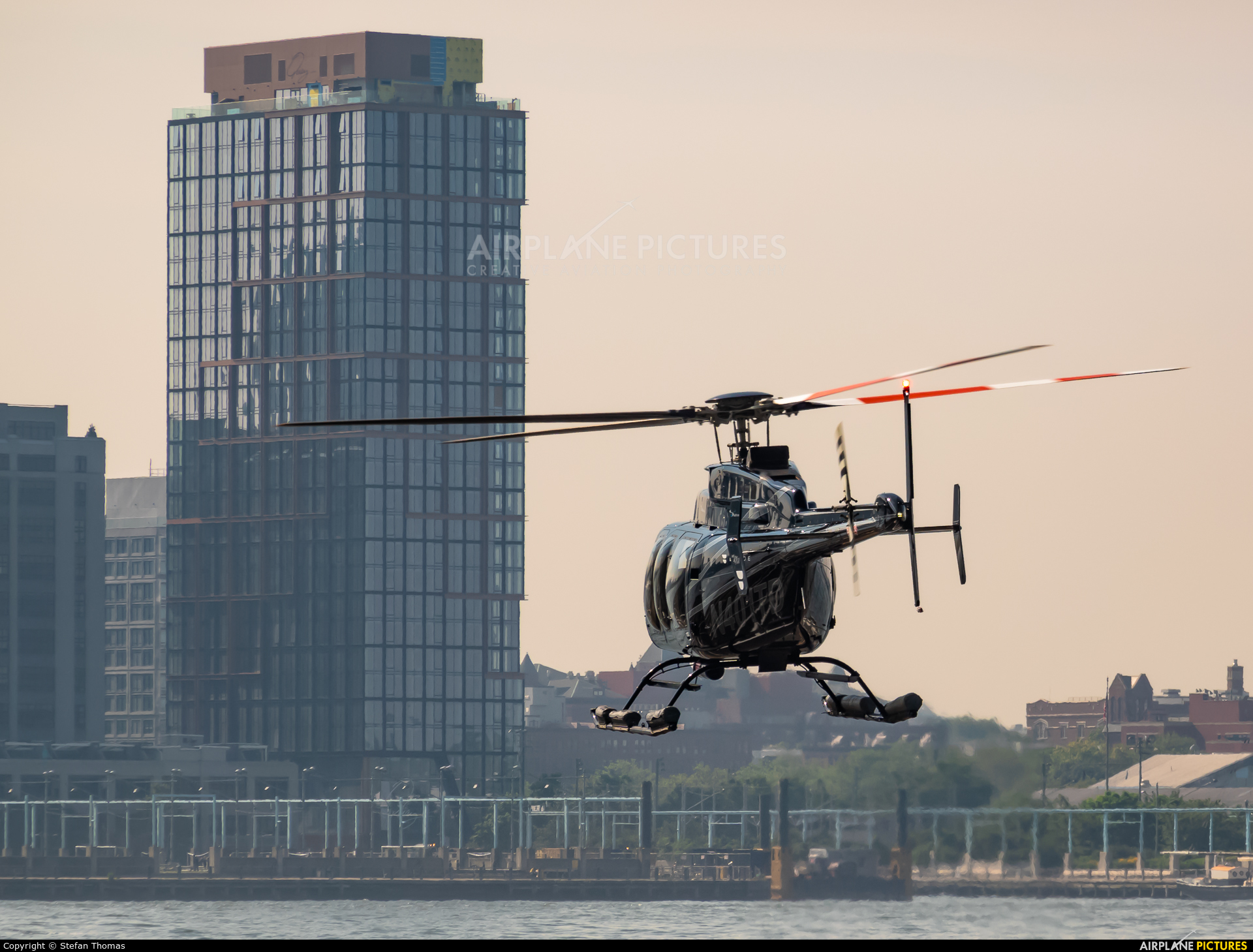 Snackbar Aviation N401TD aircraft at Downtown Manhattan Heliport