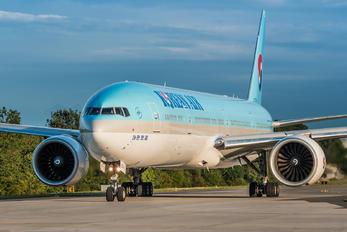 HL7204 - Korean Air Boeing 777-300ER