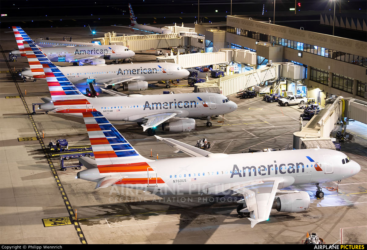 American Airlines N760US aircraft at Phoenix - Sky Harbor Intl