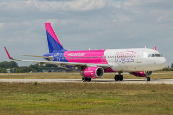 HA-LYW - Wizz Air Airbus A320