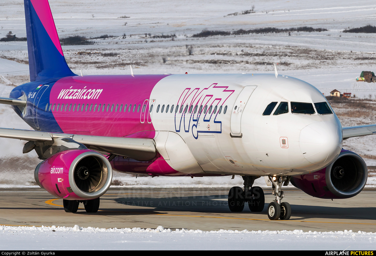 Wizz Air HA-LWI aircraft at Cluj Napoca - Someseni