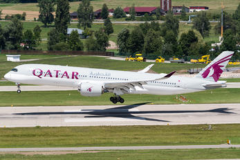 A7-AMH - Qatar Airways Airbus A350-900