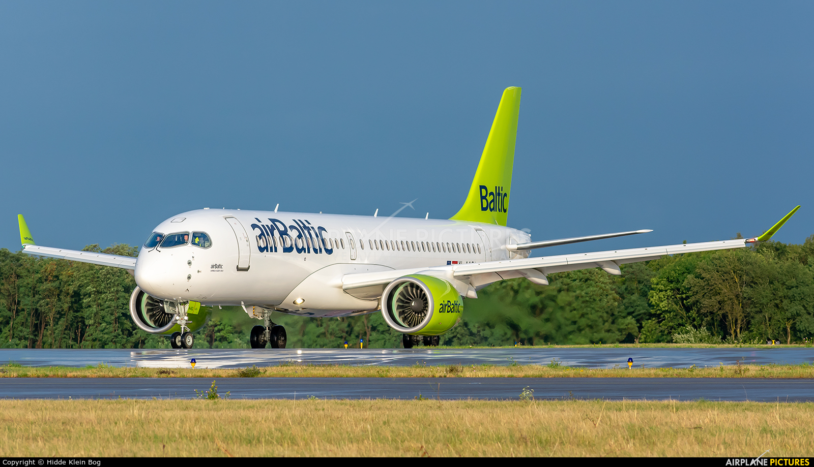 Air Baltic YL-AAQ aircraft at Luxembourg - Findel