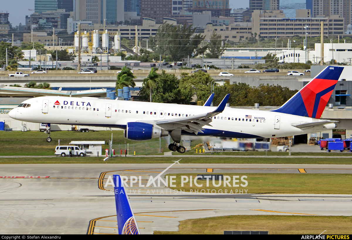 Delta Air Lines N690DL aircraft at Fort Lauderdale - Hollywood Intl
