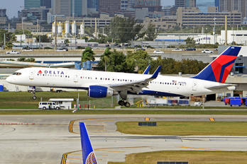 N690DL - Delta Air Lines Boeing 757-200