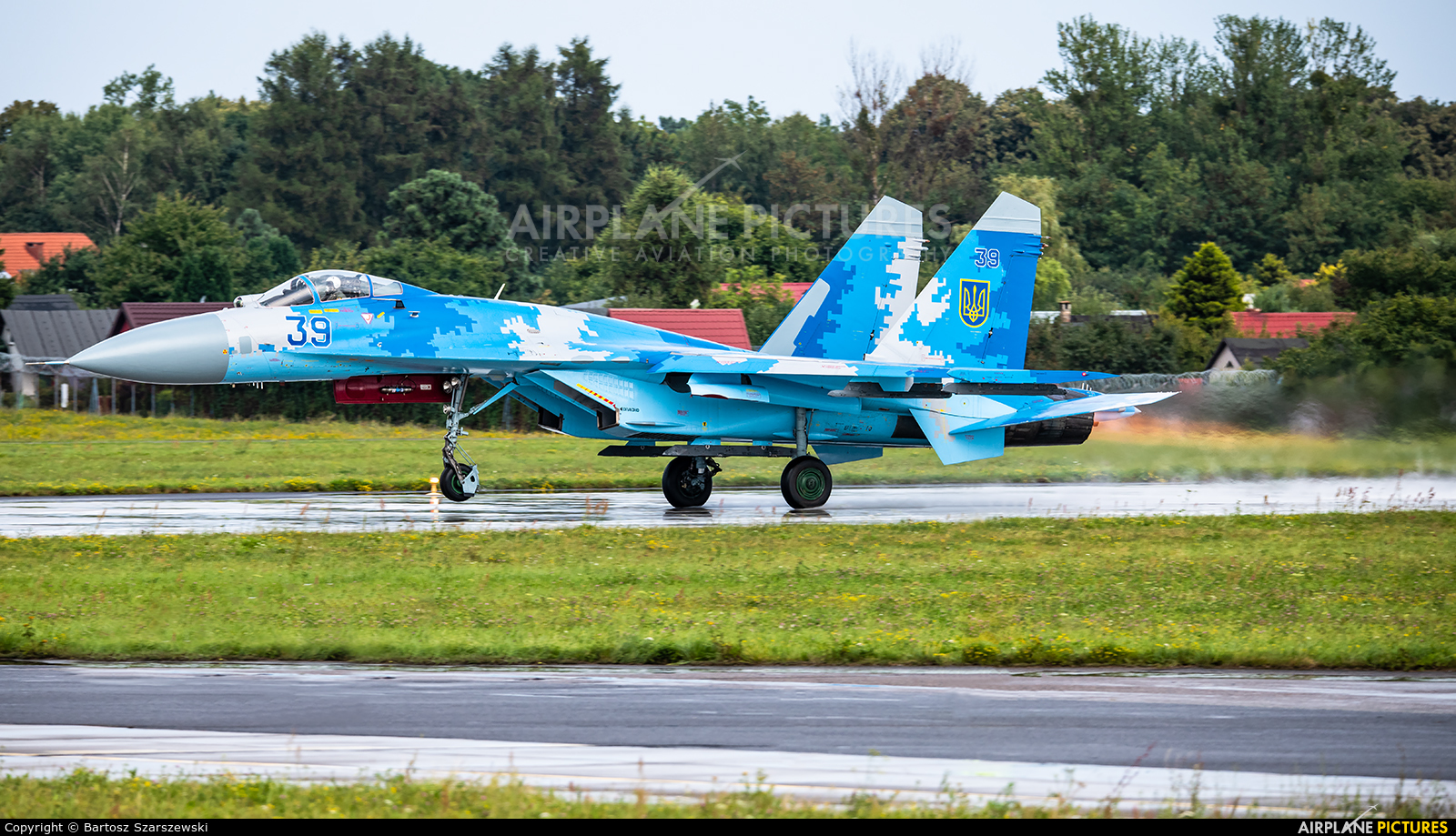 Ukraine - Air Force 039 aircraft at Gdynia- Babie Doły (Oksywie)