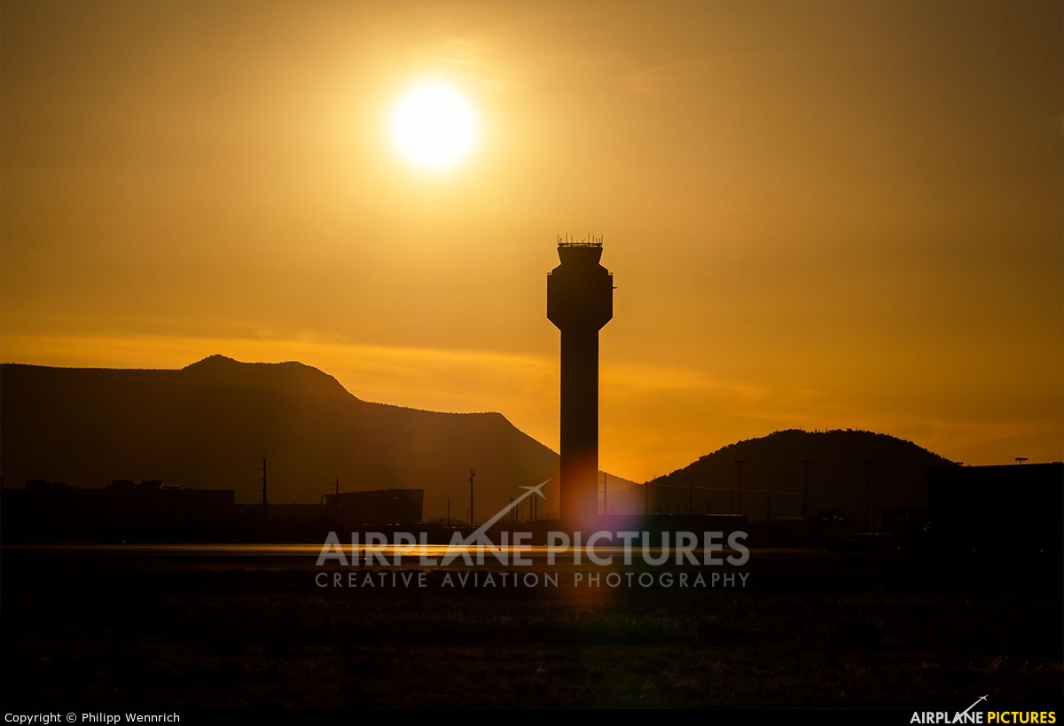 Untitled - aircraft at Phoenix - Sky Harbor Intl