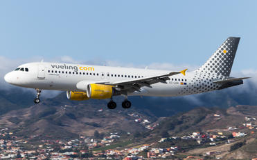 EC-LOB - Vueling Airlines Airbus A320