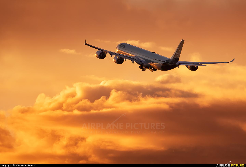 Lufthansa D-AIHI aircraft at Los Angeles Intl