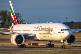 A6-EQL - Emirates Airlines Boeing 777-31H(ER)