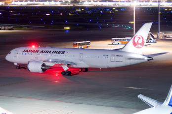 JA825J - JAL - Japan Airlines Boeing 787-8 Dreamliner