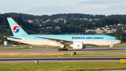 HL8045 - Korean Air Cargo Boeing 777F