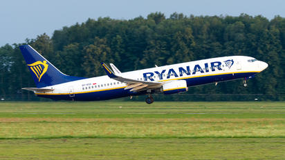 SP-RSX - Ryanair Sun Boeing 737-8AS