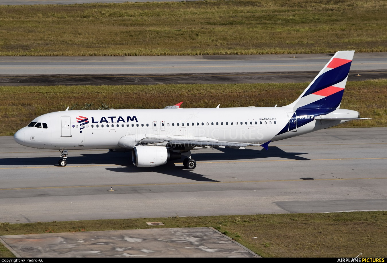 LATAM Brasil PR-MHW aircraft at São Paulo - Guarulhos