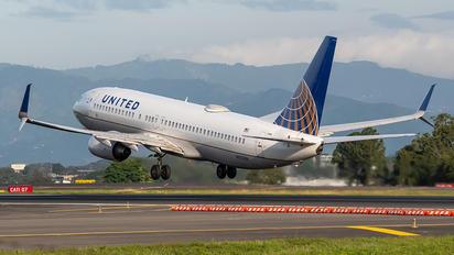 N12238 - United Airlines Boeing 737-800