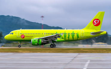 VP-BTP - S7 Airlines Airbus A319