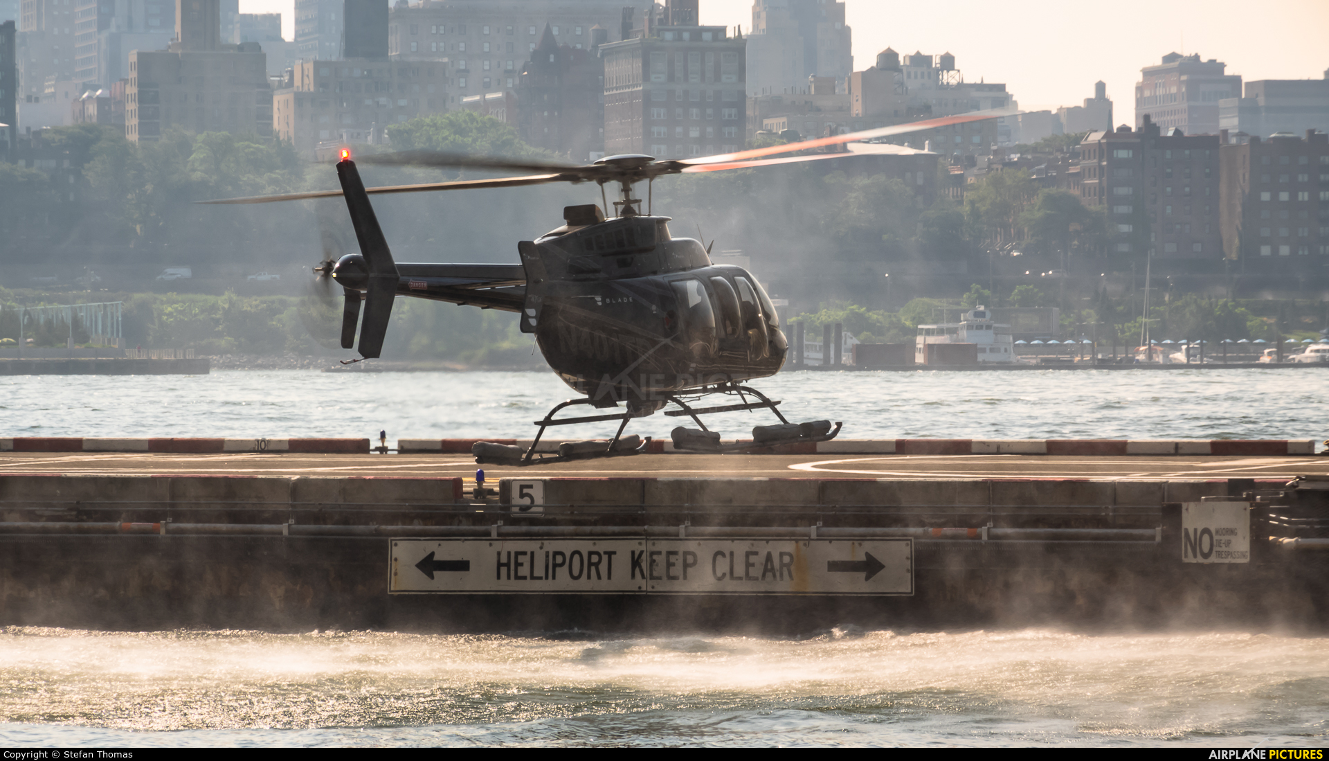 Private N401TD aircraft at Downtown Manhattan Heliport