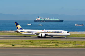 9V-SCF - Singapore Airlines Boeing 787-10 Dreamliner