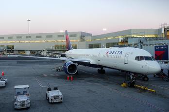 N679DA - Delta Air Lines Boeing 757-200