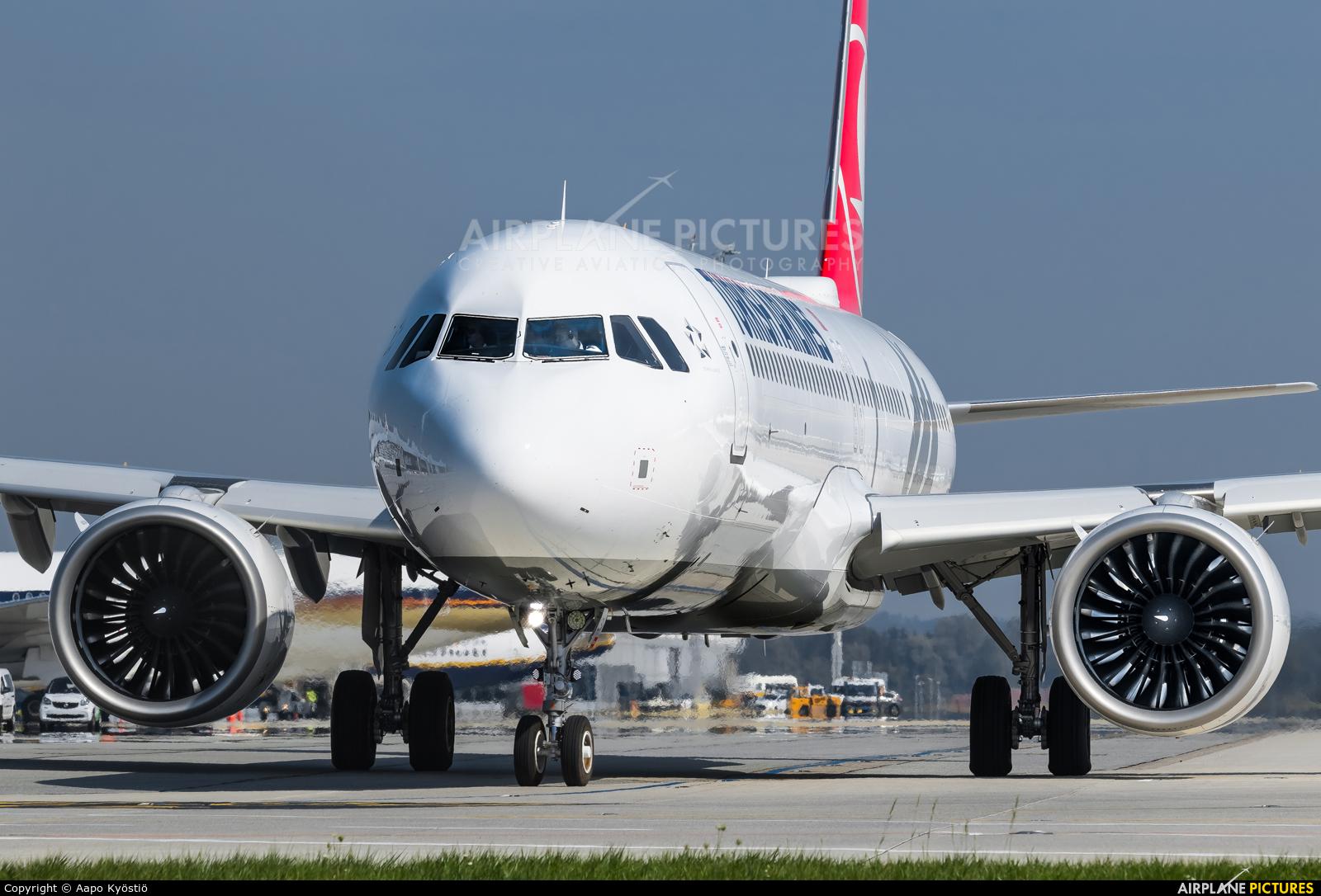 Turkish Airlines TC-LSA aircraft at Munich