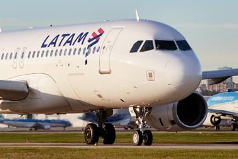 LV-HQI - LATAM Airbus A320