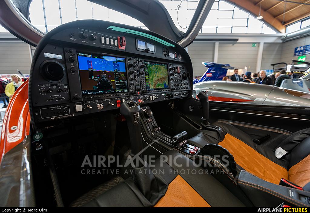 Private OE-FLZ aircraft at Friedrichshafen