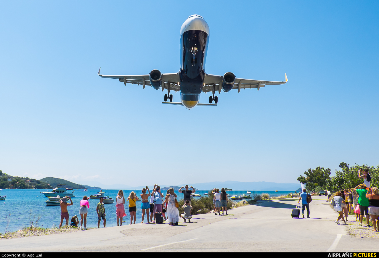 - Airport Overview G-TCDC aircraft at Skiathos