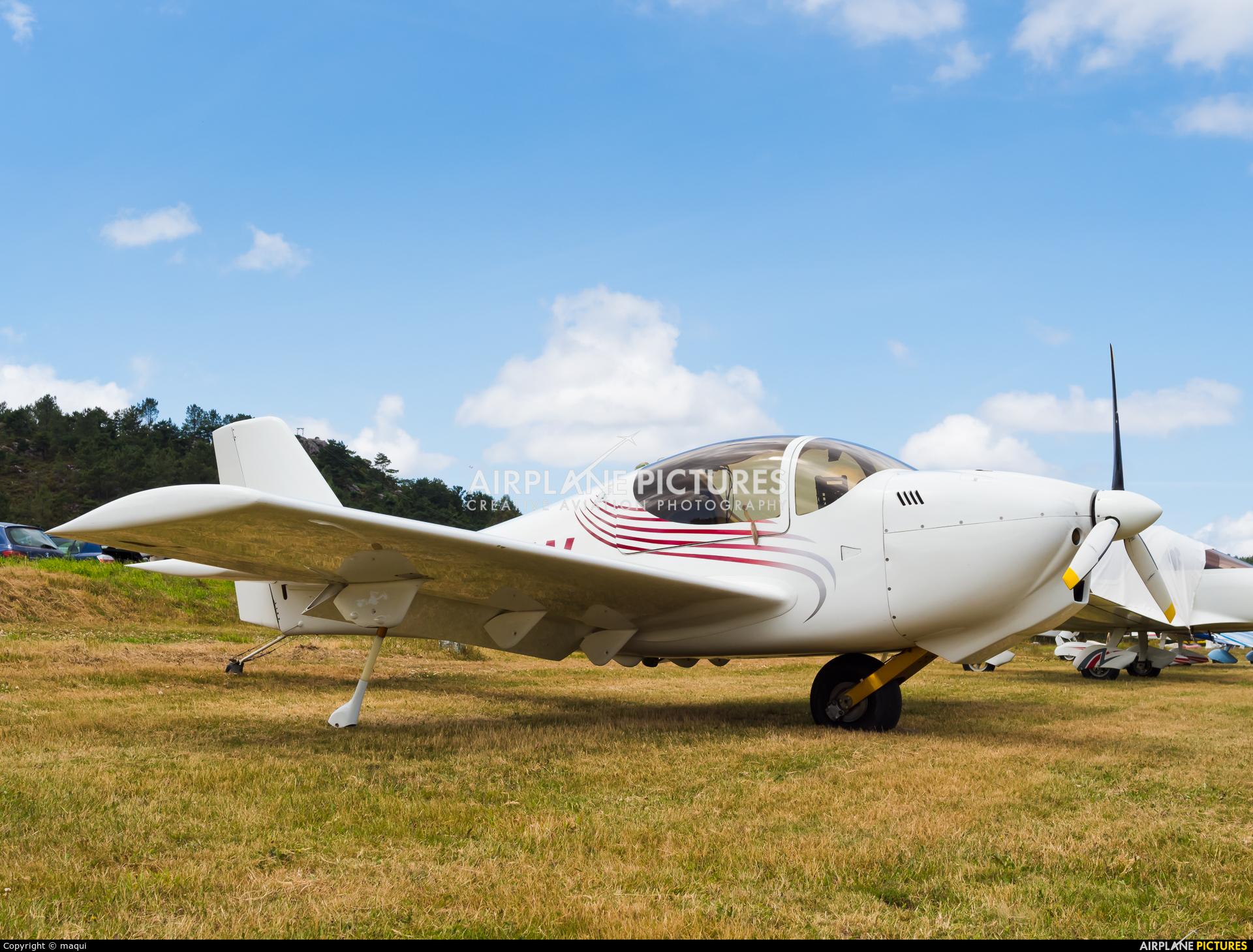 Private G-CEIW aircraft at Aerodromo De Mazaricos