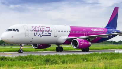 HA-LXW - Wizz Air Airbus A321