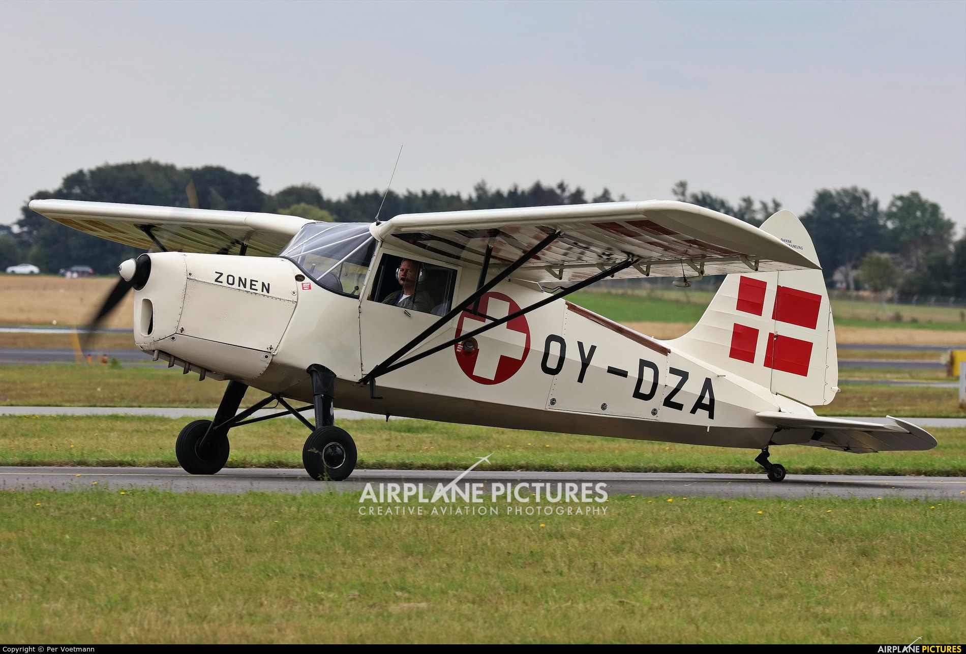 Private OY-DZA aircraft at Copenhagen Roskilde