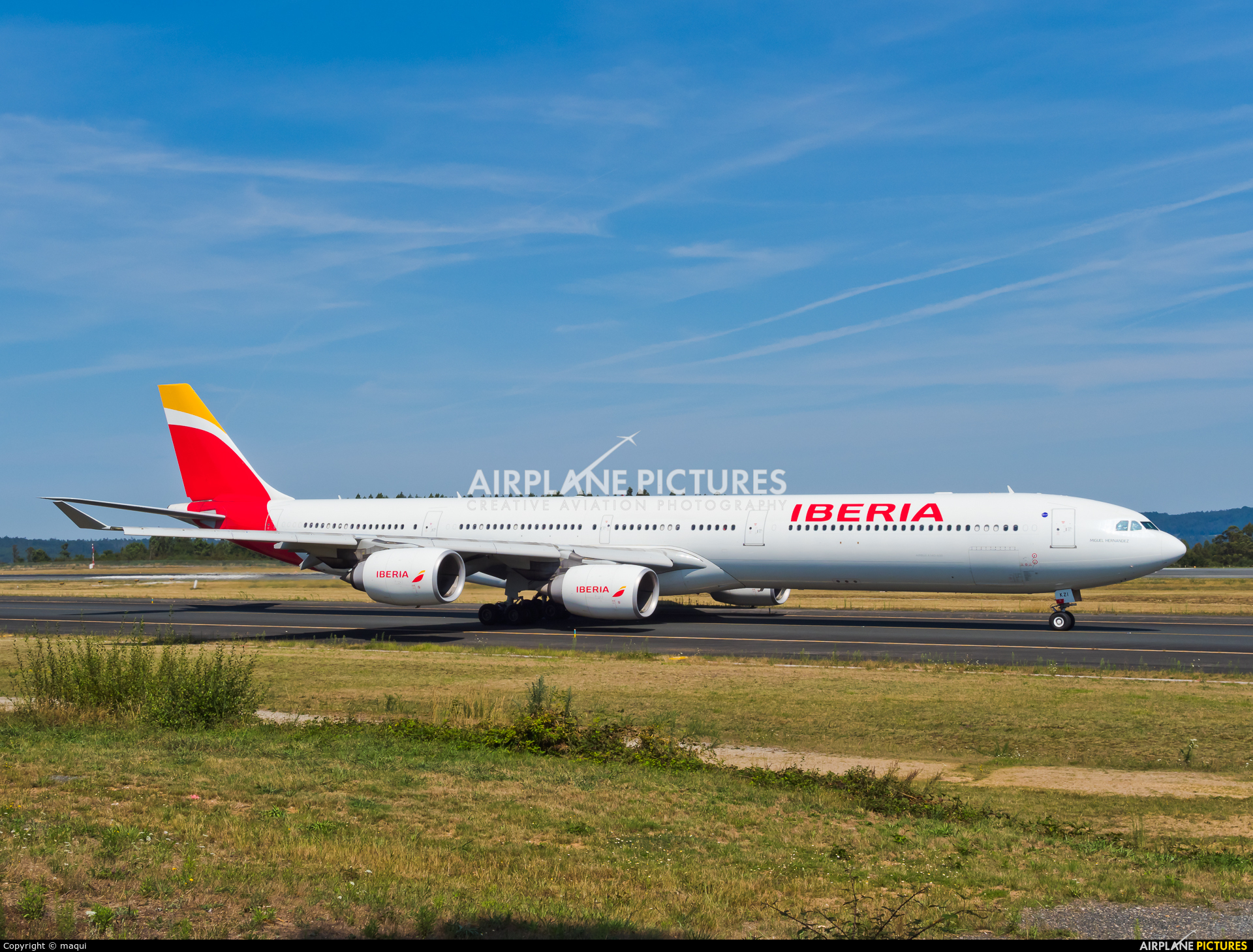 Iberia EC-KZI aircraft at Santiago de Compostela