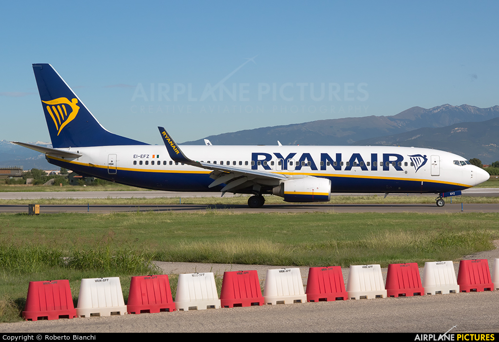 Ryanair EI-EFZ aircraft at Verona - Villafranca