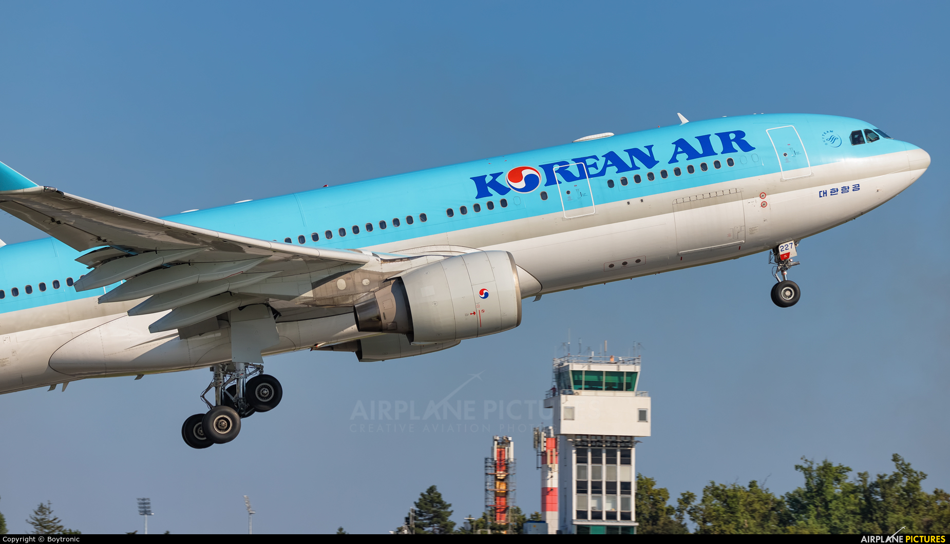 Korean Air HL8227 aircraft at Zagreb