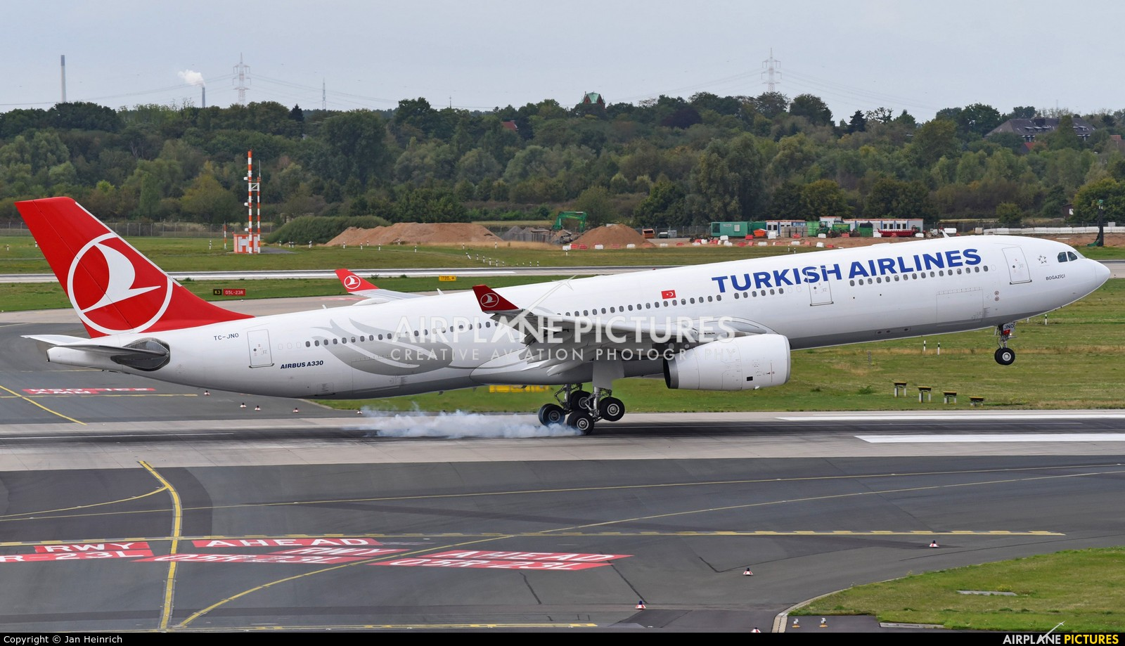 Turkish Airlines TC-JNO aircraft at Düsseldorf