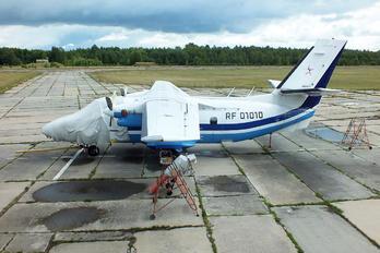 RF-01010 - DOSAAF / ROSTO LET L-410UVP Turbolet