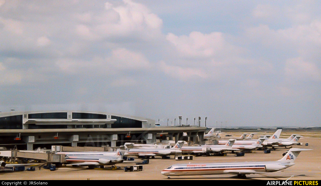 - Airport Overview KDFW aircraft at Dallas - Fort Worth Intl